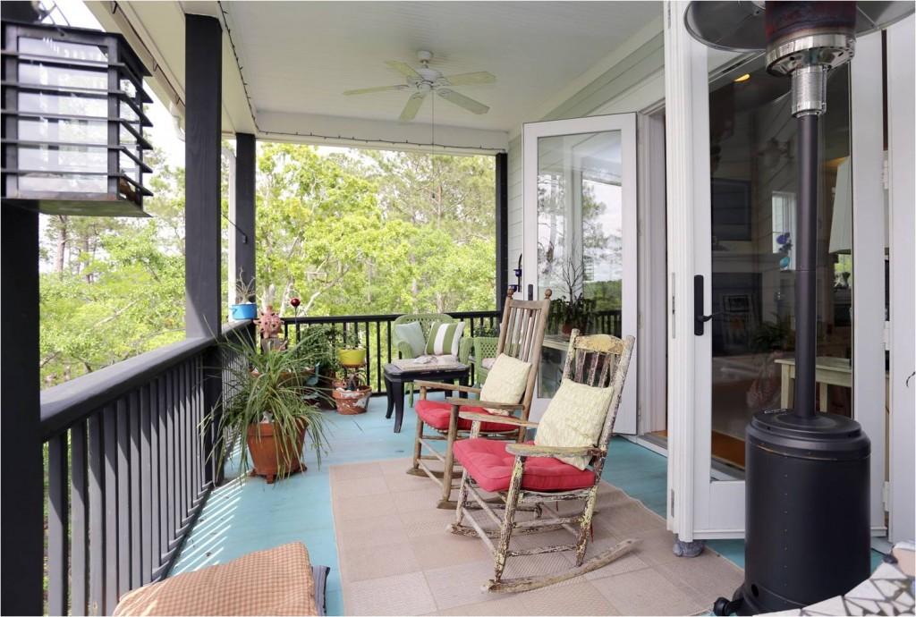 Porch at 2785 Oak Manor