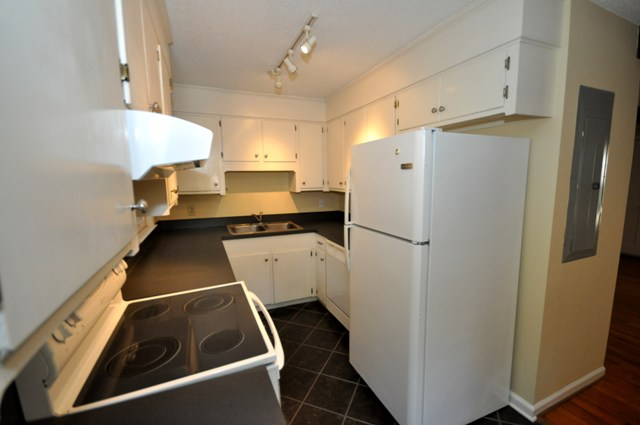 841 Armsway kitchen