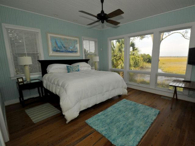 2002 Gull Drive master bedroom