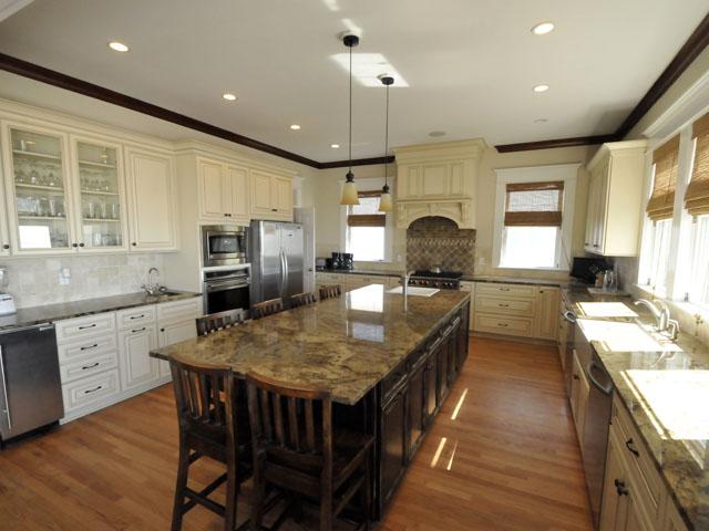 106 Ocean Boulevard kitchen