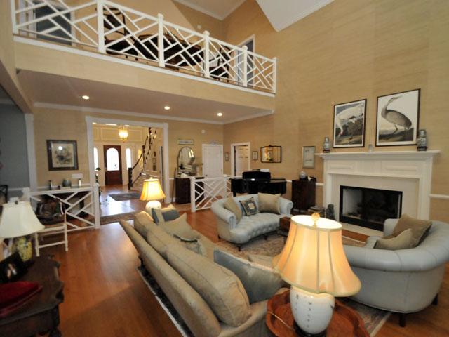 Great room at 1708 Omni Boulevard